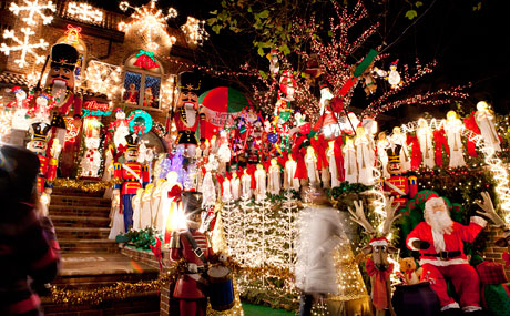 Dyker Heights Christmas Lights In New York City A Slice Of Brooklyn Tours Of Famous Holiday Displays